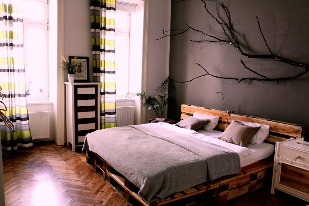 Кровать из поддонов двухспальная лофт