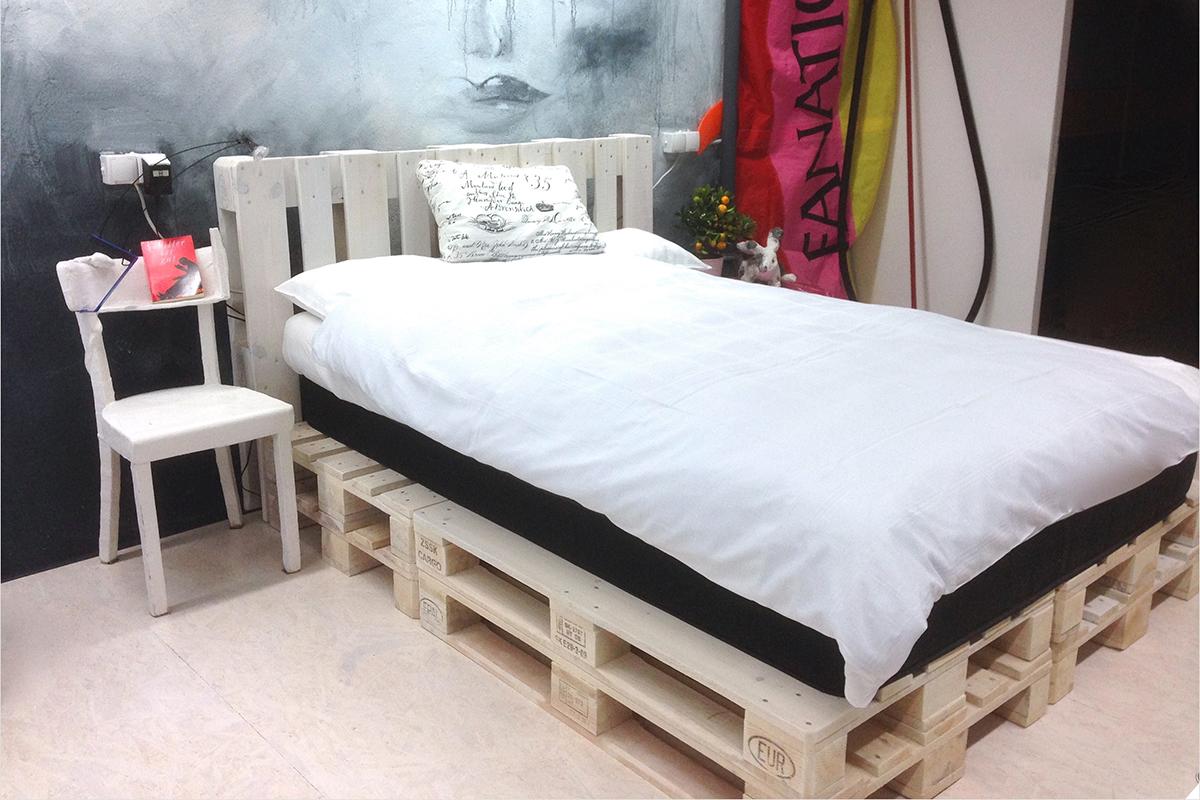 Кровать из поддонов односпальная