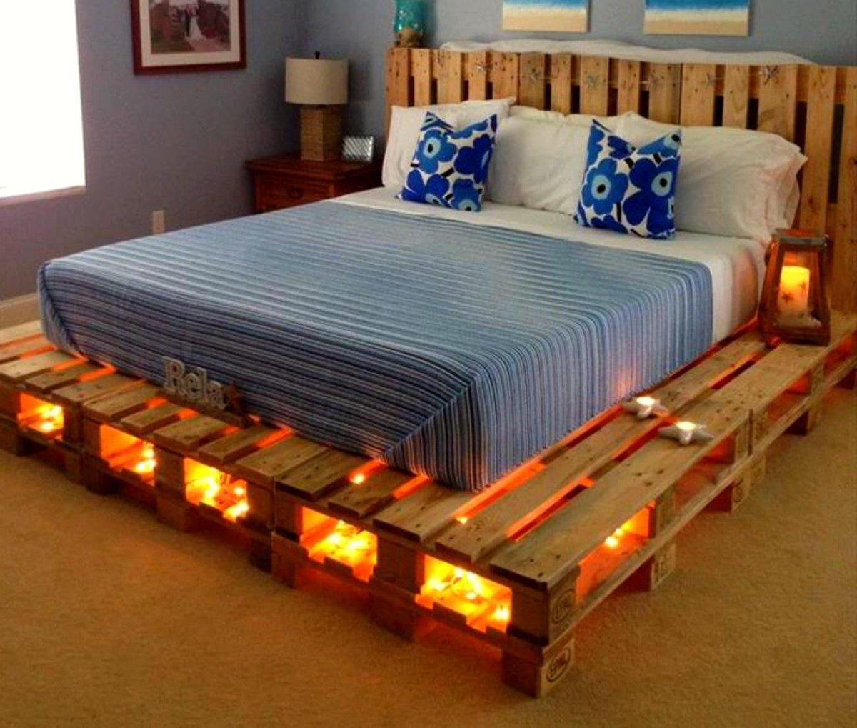 Кровать из поддонов двухспальная с подсветкой желтой
