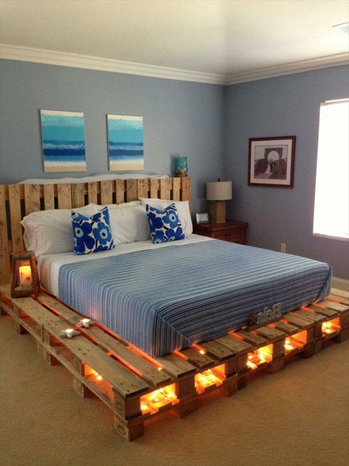 Кровать из поддонов двухспальная с подсветкой с пьедисталом