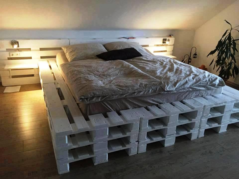 Кровать из поддонов двухспальная в три поддона