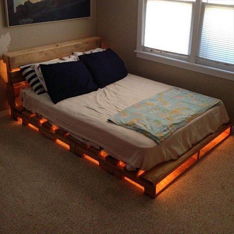 Кровать из поддонов двухспальная с подсветкой