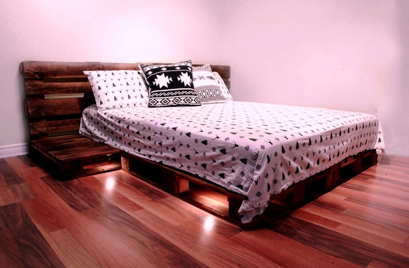Кровать из поддонов двухспальная с посветкой