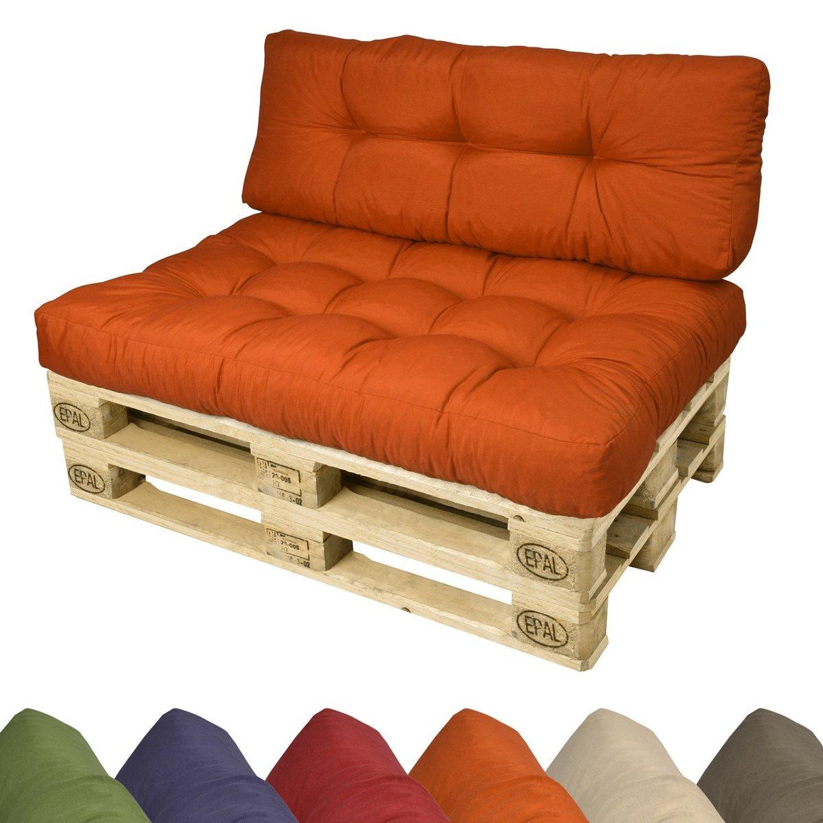 диван из деревянных поддонов оранжевые подушки и матрас