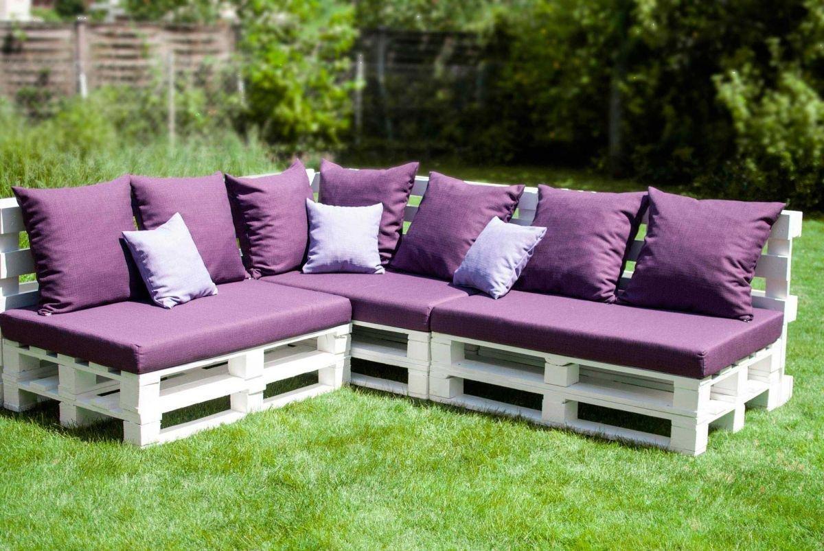Угловой диван из поддонов бордовый матрас на улице