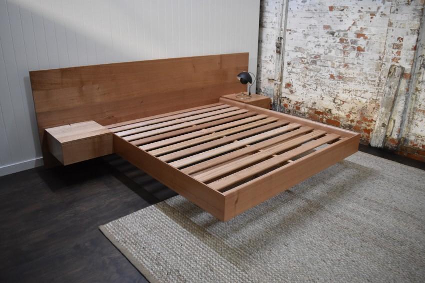 Парящая кровать деревянная