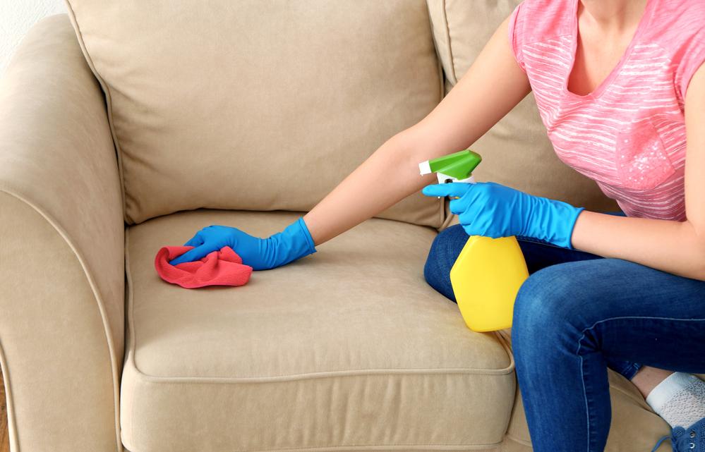 Чистка дивана в домашних условиях самостоятельно