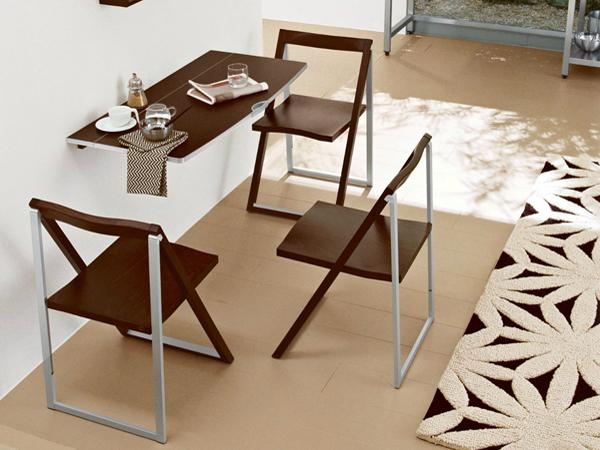 Складные стулья на маленькой кухне