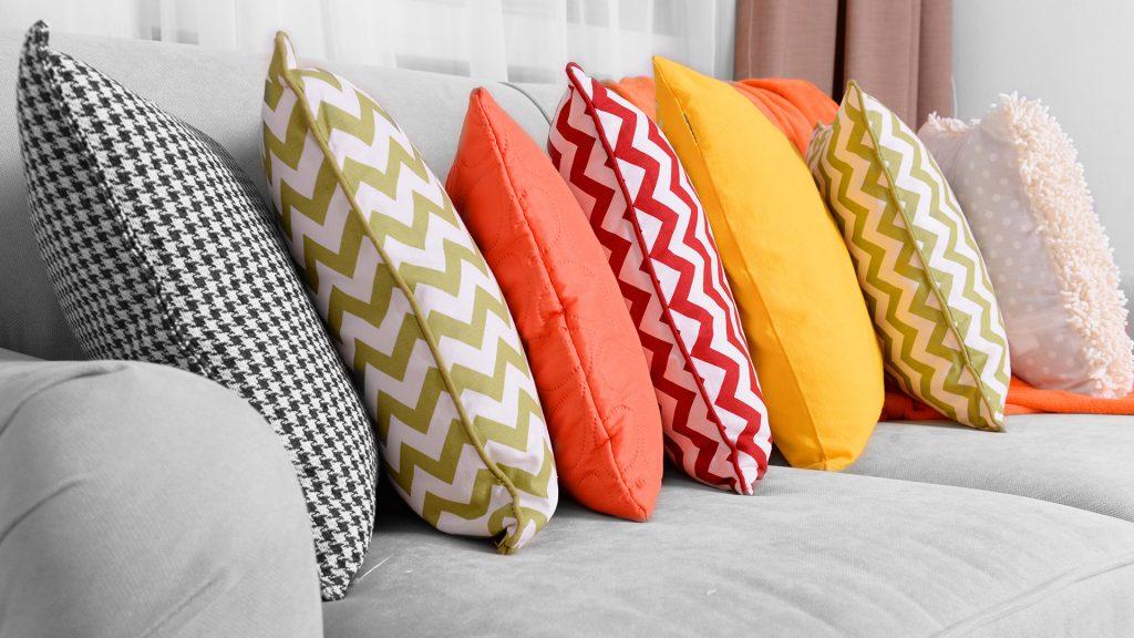Дизайн подушек для дивана фото своими руками