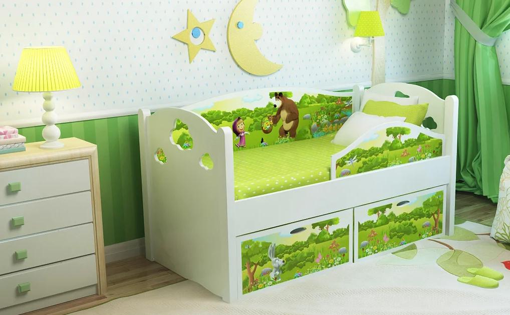Деревянный бортик от падении в детской комнате