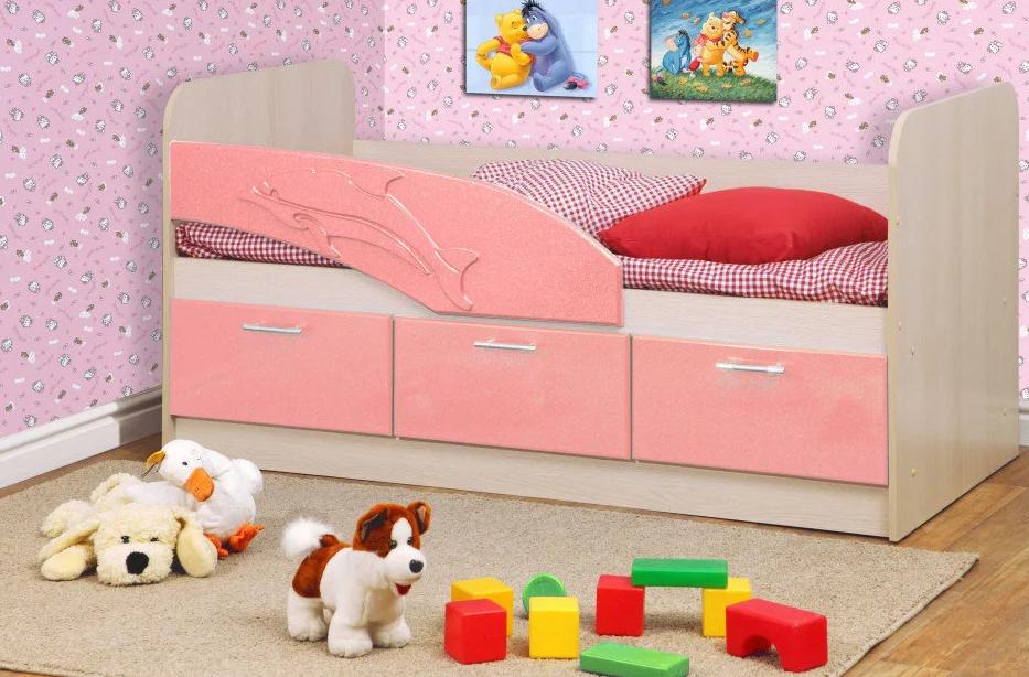 Фото: Детская кровать с бортиком от падения Дельфин